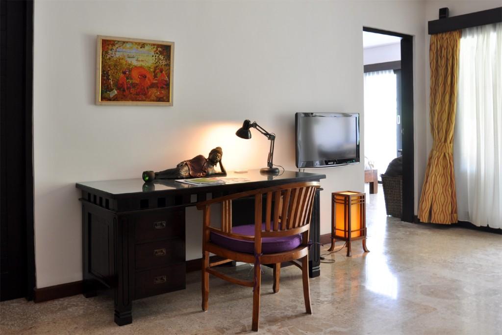 Schrijf bureau in de woonkamervan het appartement in Sanur