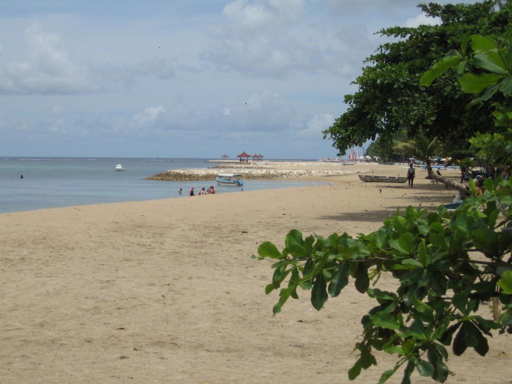 Strand op 10 minuten lopen vanaf het appartement in Sanur Bali