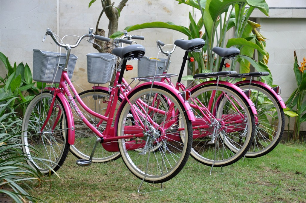De fietsen van het appartement in Sanur op Bali